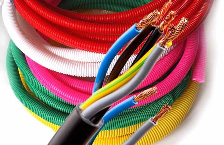 Для чего кабель затягивают в гофру при прокладке